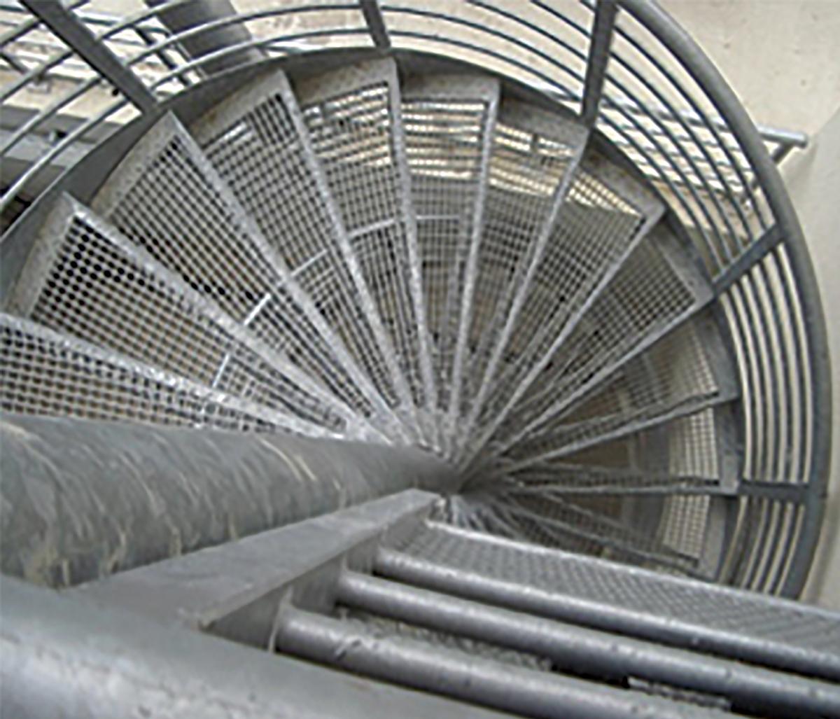 escalier cilomaçon metallique